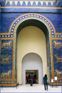 Ворота Иштар выполнены из глазурованного кирпича